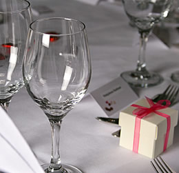 How to present wedding favors